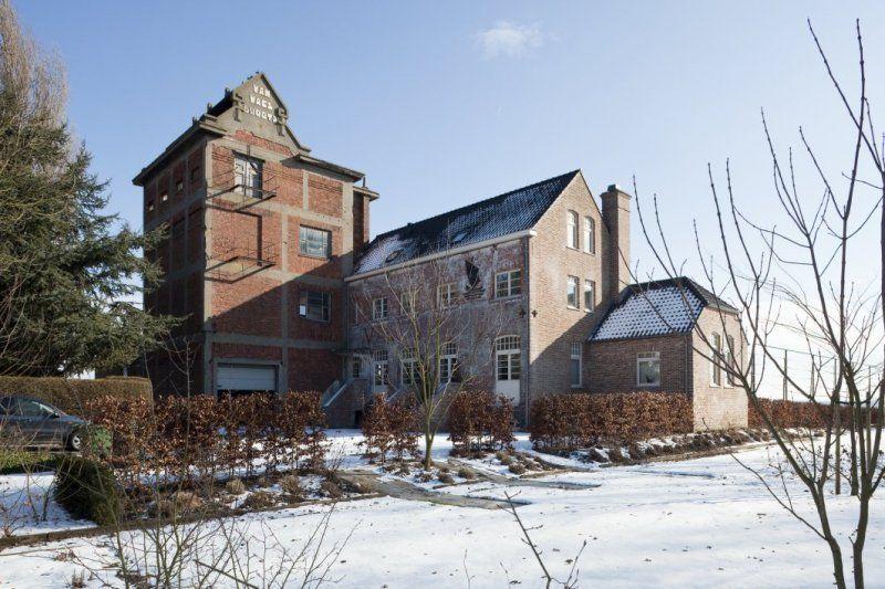 De toren en het tot woonhuis herbestemde hoofdgebouw in 2010. (Beeldbank Rijksdienst voor het Cultureel Erfgoed, foto C.S. Booms)