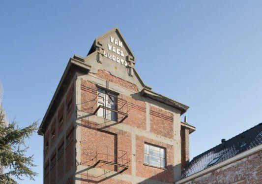 De koeltoren van brouwerij Van Waes Boodts in 2010. (Beeldbank Rijksdienst voor het Cultureel Erfgoed, uitsnede foto C.S. Booms)