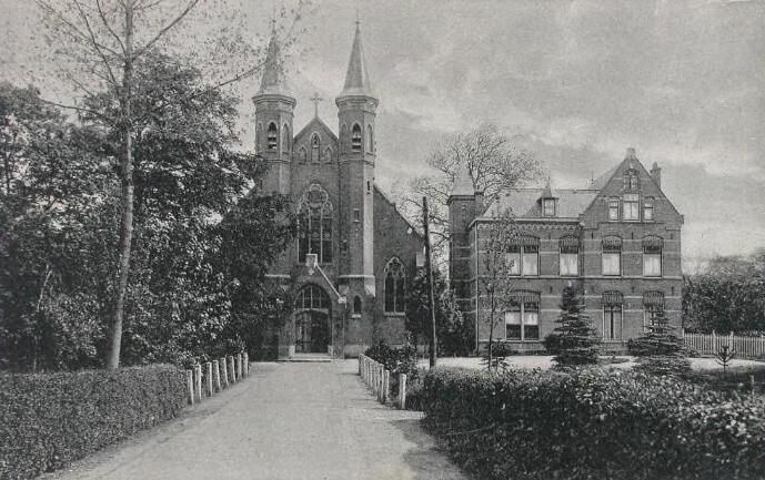 De rooms-katholieke kerk in Heinkenszand omstreeks 1925. Prentbriefkaart. (Zeeuwse Bibliotheek, Beeldbank Zeeland)