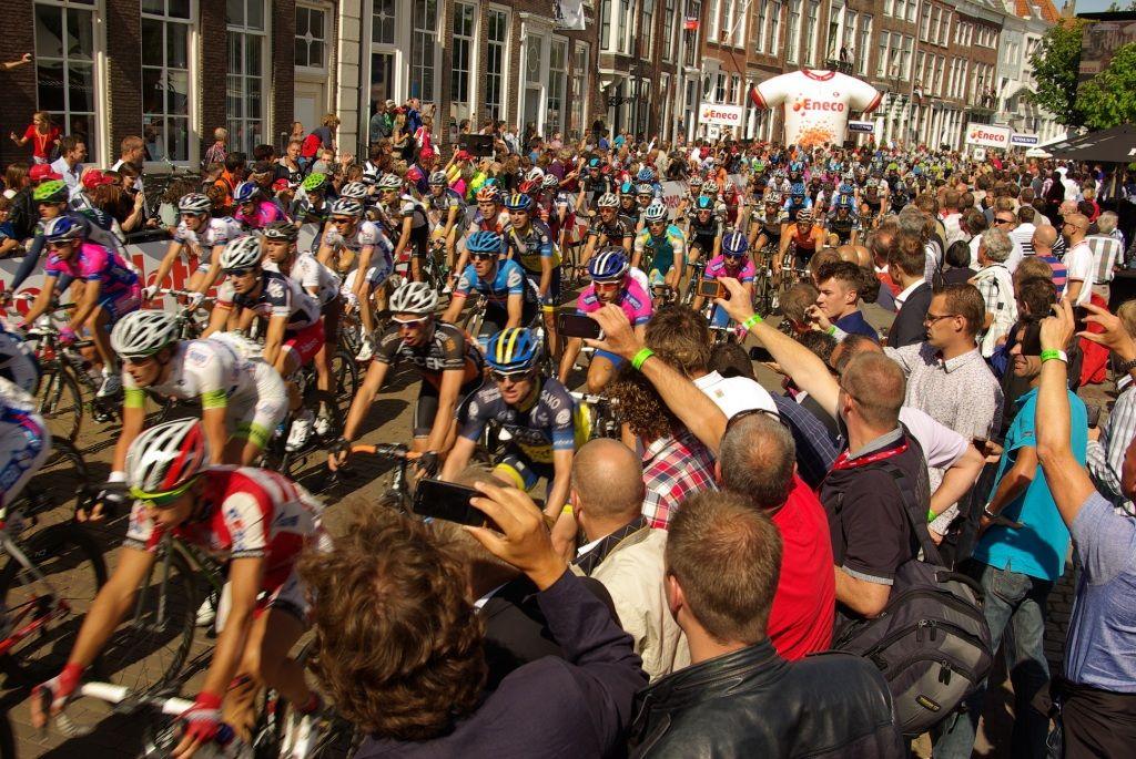 Hordes mensen zullen uitlopen om de nieuwe Zeeuwse Tourwinnaar te ontvangen. (foto Arnold Parre)
