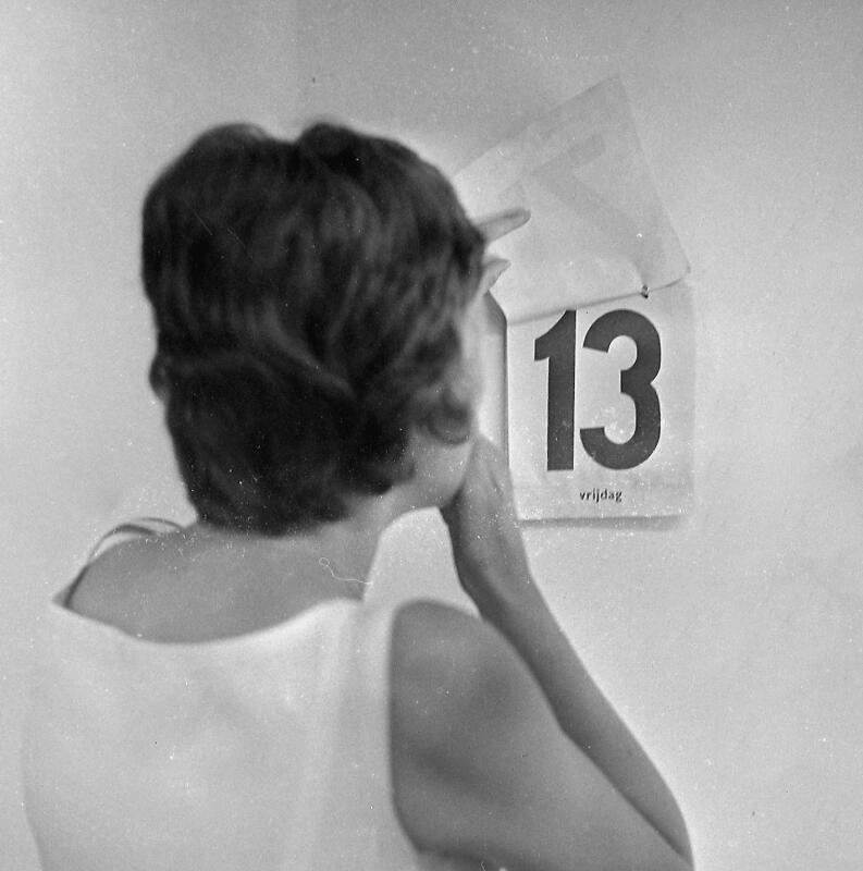 In sommige jaren verschijnt de ongeluksdag driemaal op de kalender. Vlissingen 1962. (Zeeuwse Bibliotheek, Beeldbank Zeeland, fotoarchief PZC)