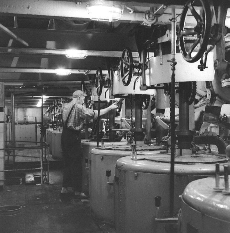 Interieur van de suikerfabriek, 1959. (Zeeuwse Bibliotheek, Beeldbank Zeeland, foto O. de Milliano)