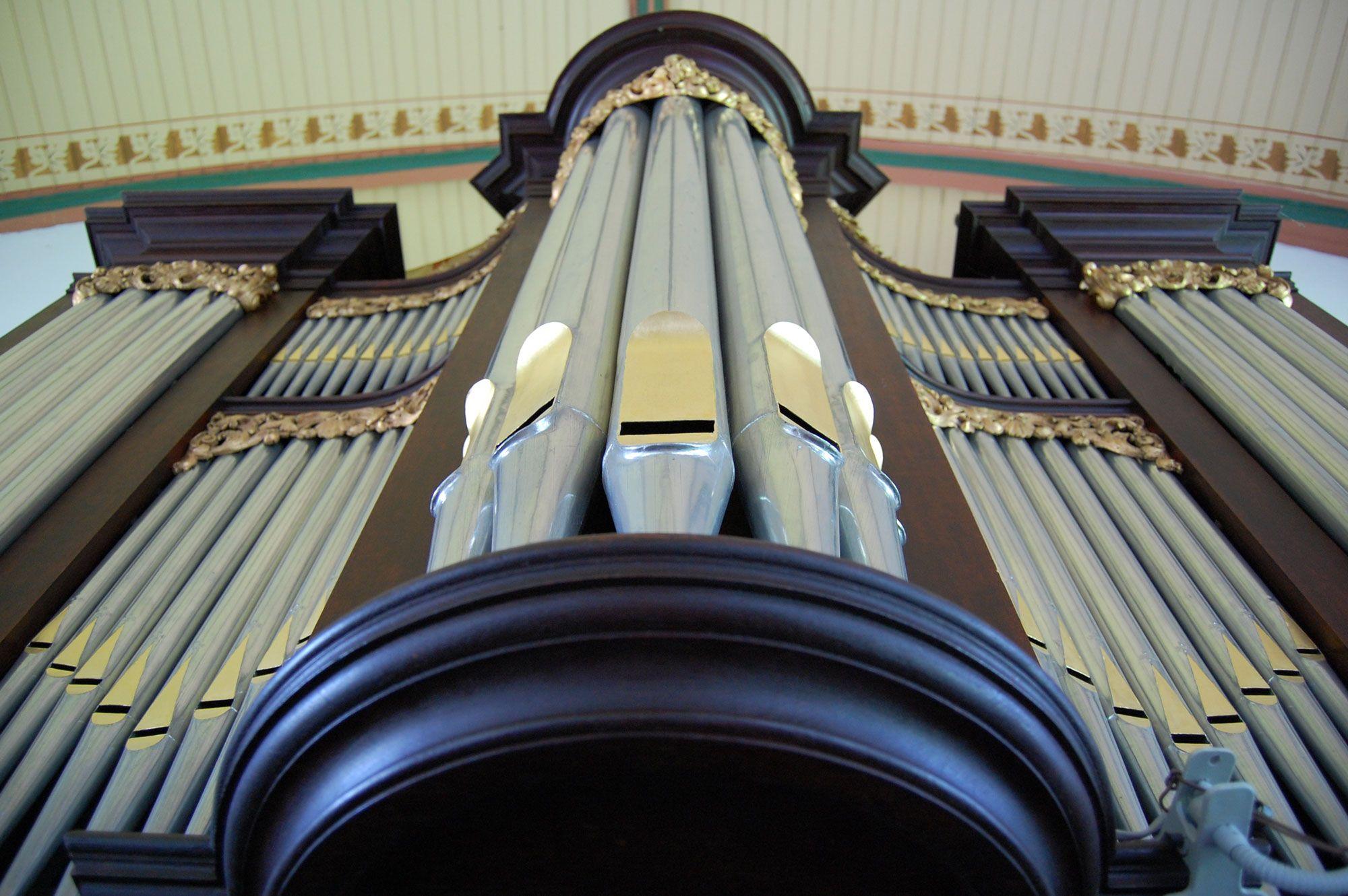 Onderaanzicht van het Moreau-orgel in Baarland. (Beeldbank SCEZ).