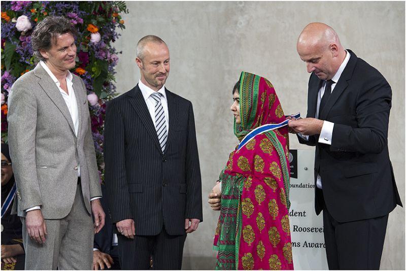 Bløf reikt de Award voor Vrijwaring van Vrees uit aan Malala Yousafzai - Middelburg 24 mei 2014. (Foto: Ton Stanowicki)