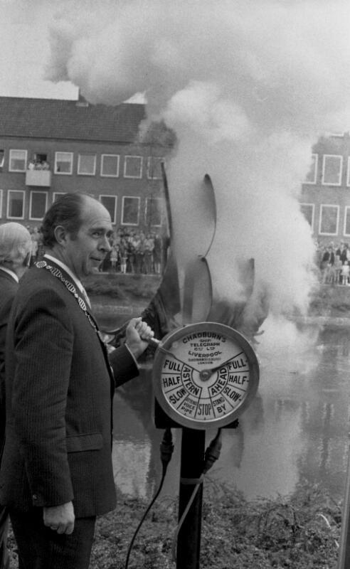 De onthulling van het monument in 1972. (Zeeuwse Bibliotheek, Beeldbank Zeeland, collectie Dagblad De Stem, foto C. de Boer)