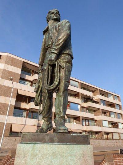 Het standbeeld van Frans Naerebout op Boulevard de Ruyter, bolwerk de Leugenaar. (Collectie auteur)