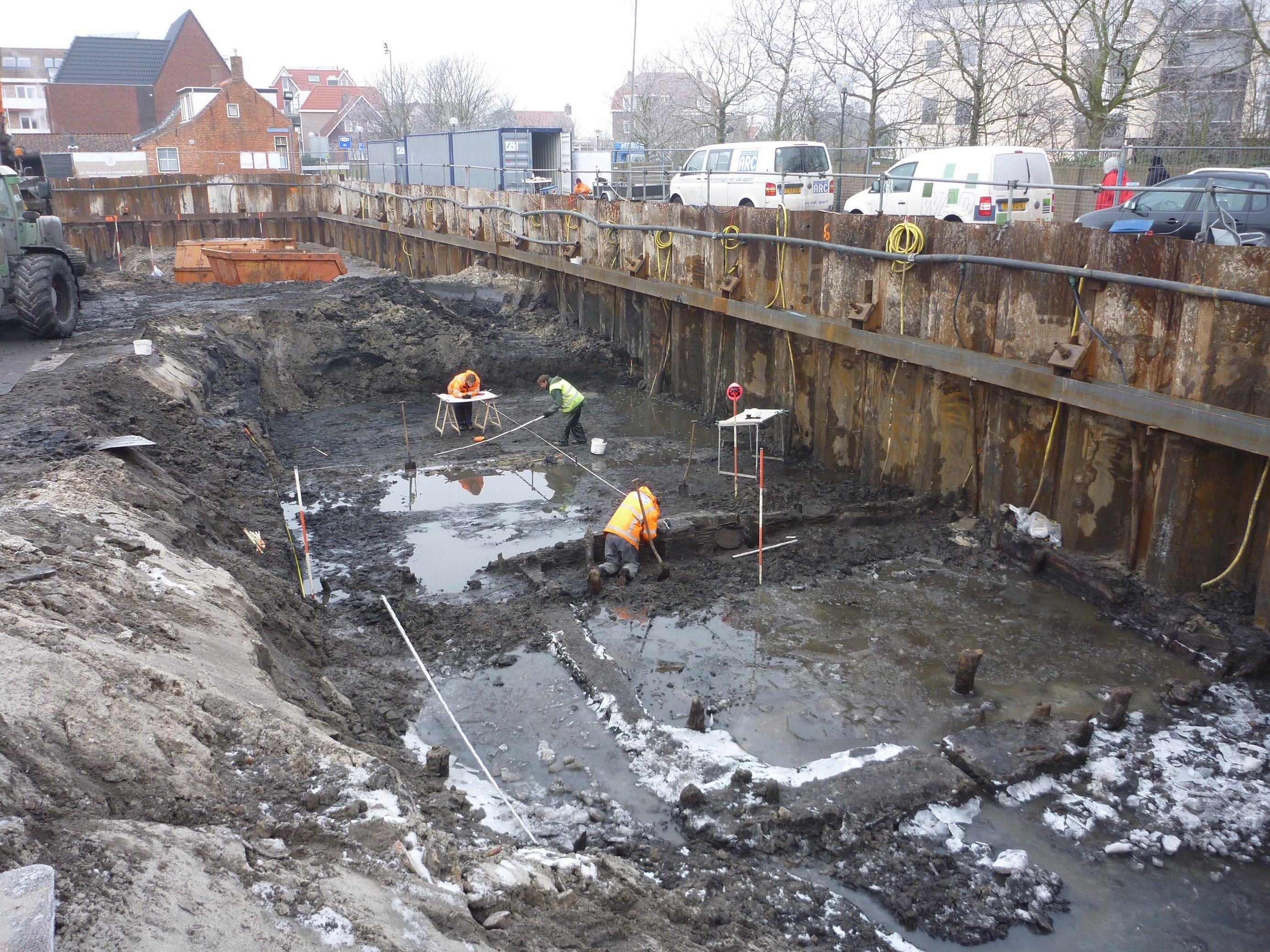 Opgraving aan 't Groentje in Domburg, ter plaatse van de ringwalburg (foto coll. Walcherse Archeologische Dienst).