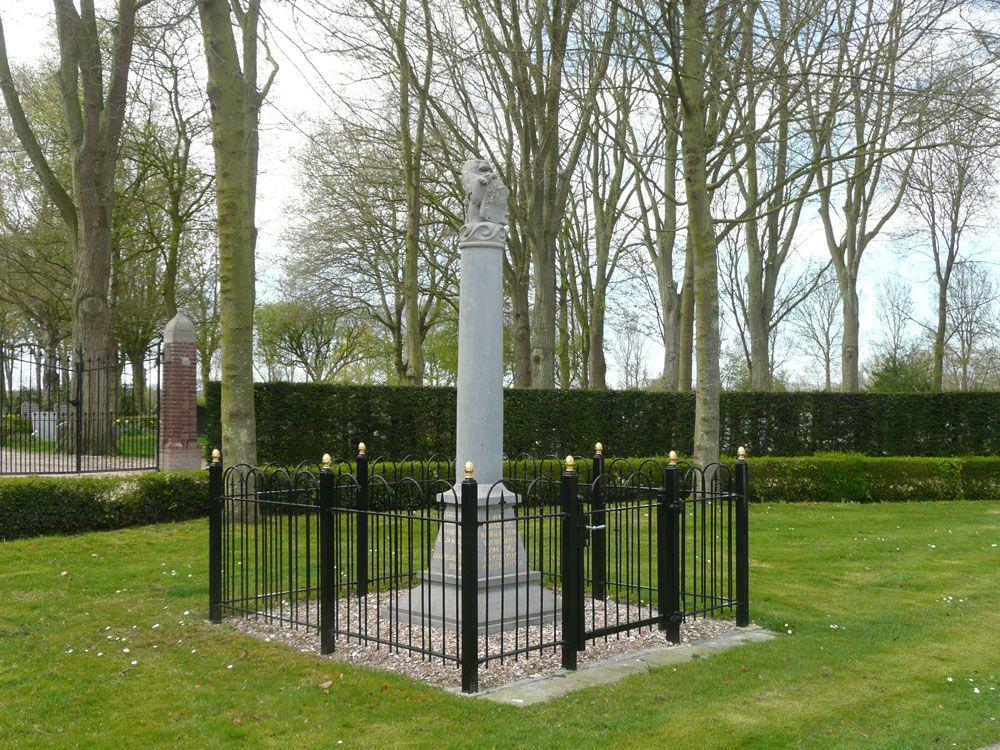 Het oorlogsmonument in Koudekerke werd in 2011 hersteld en verplaatst naar een centrale locatie voor de algemene begraafplaats. (Beeldbank SCEZ)