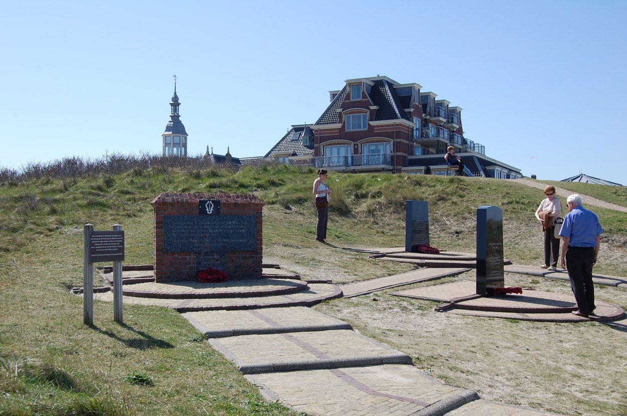 De monumenten voor de Belgische, Noorse en Britse commando's bij Boulevard van Schagen. (Beeldbank SCEZ)