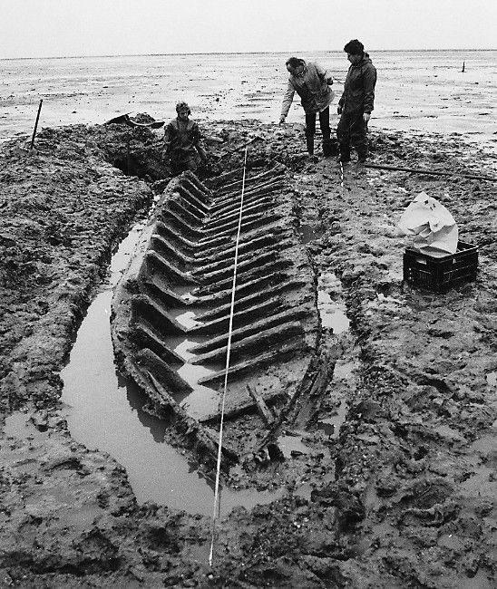 De opgraving van het scheepje van Nieuwlande in 1984. (Rijksdienst voor het Cultureel Erfgoed, Amersfoort)