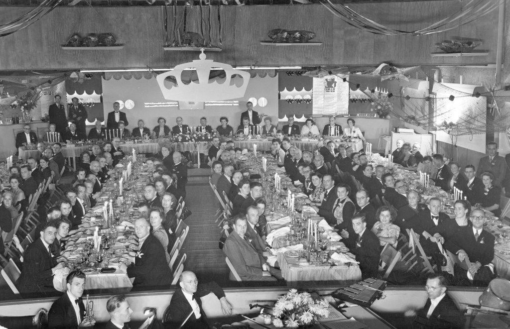 Viering van het 50-jarig bestaan van Zeelandia en de verlening van het predicaat 'koninklijk' in september 1950. (Gemeentearchief Schouwen-Duiveland)
