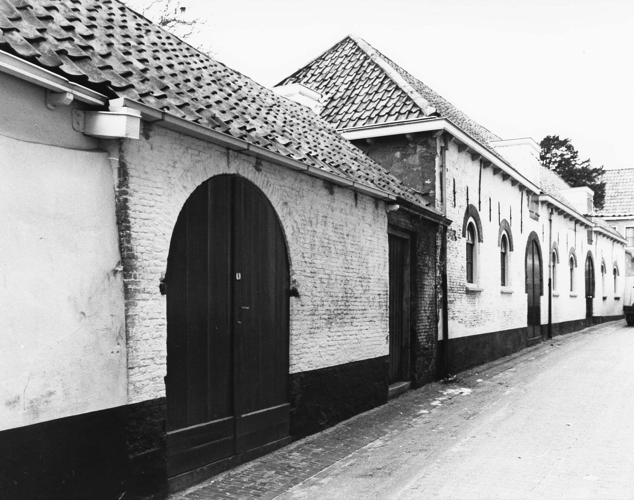 De eerste bedrijfspanden aan de Witte IJestraat in 1979. (Gemeentearchief Schouwen-Duiveland, foto J.D.C. Berrevoets)