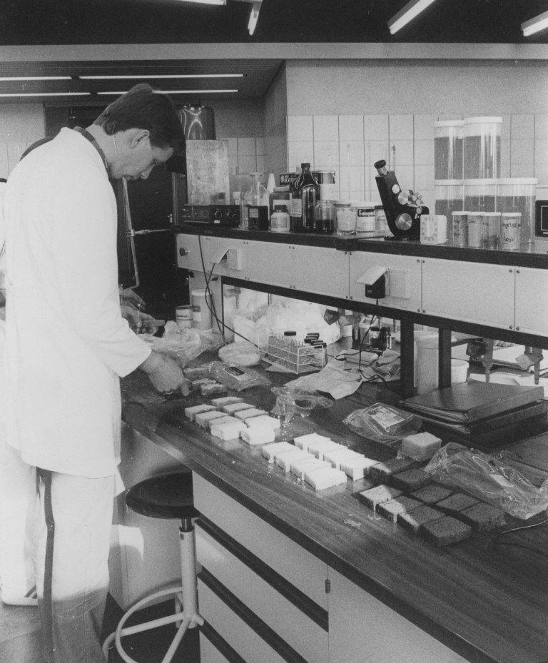 Proefbakkerij omstreeks 1985. (Gemeentearchief Schouwen-Duiveland, coll. Zierikzeesche Nieuwsbode, foto J.D.C. Berrevoets)