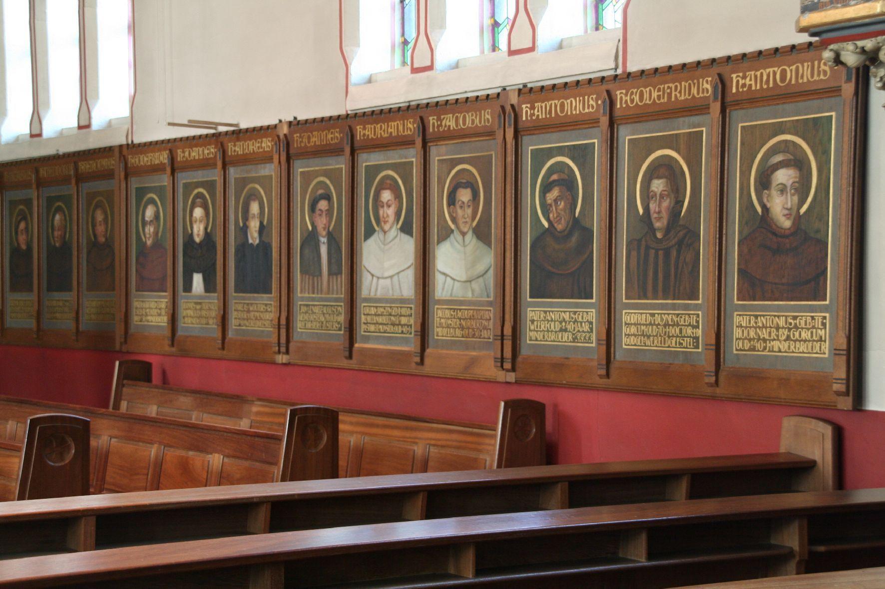 Panelen met portretten van de Martelaren van Gorcum in de katholieke kerk in Boschkapelle. (Reliwiki, foto Edward Ippel, Hoorn, 9 oktober 2009)