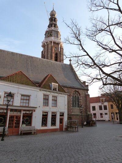 De Grote Kerk, de tegenwoordige Sint-Jacobskerk, waar het 16de-eeuwse kerkhof lag. (Collectie auteur)