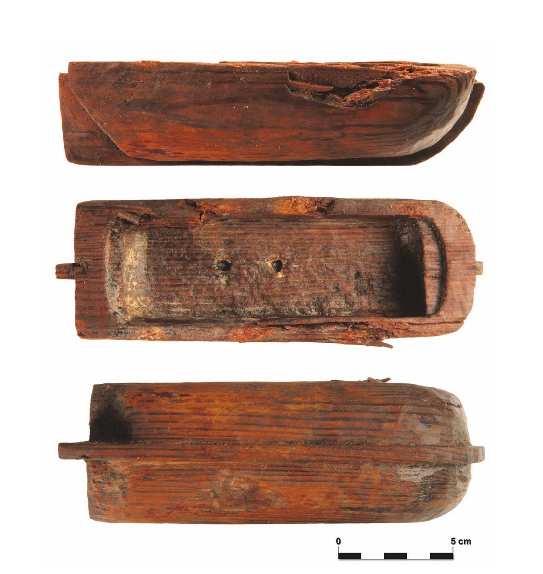 Houten speelgoedbootje uit Vlissingen (Foto Archeodienst).