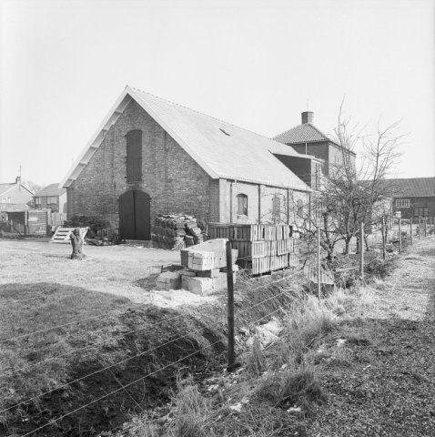 Achterzijde van de oude meestoof in 1987. (Beeldbank Rijksdienst voor het Cultureel Erfgoed, foto Gerard Dukker)