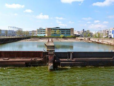De kop van de Dokhaven anno 2014 waar in de 18de eeuw een parkje werd aangelegd waarvan de Fransen het eigendom claimden. (Collectie auteur)