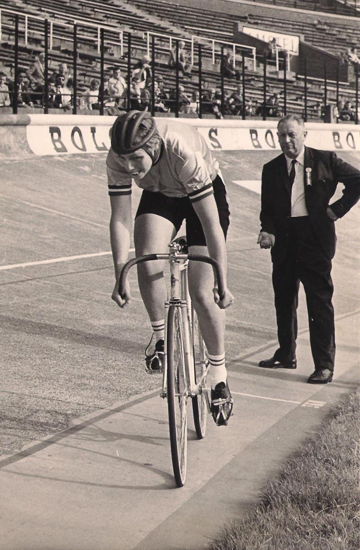Keetie Hage op de wielerbaan van het Olympisch Stadion in Amsterdam. (foto archief KNWU)