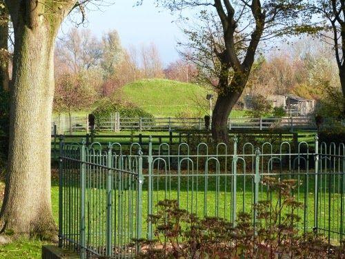 De vliedberg in Ritthem, aangelegd tussen 1000 en 1300, tegenwoordig een rijksmonument. (Collectie auteur)