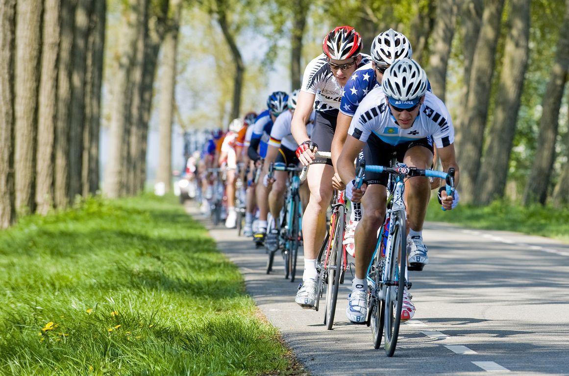 Wielerwedstrijd in Zeeland, 2009. (foto Felice Buonadonna voor DNA Beeldbank Laat Zeeland Zien)