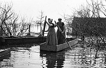 Varen door de meidoorn na de inundatie van Walcheren.