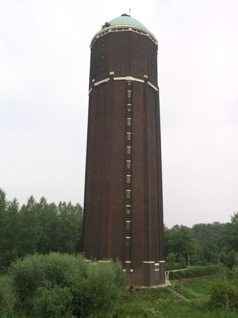 Watertoren in Axel. (foto willemjans, wiki, CC-BY-SA-3.0)