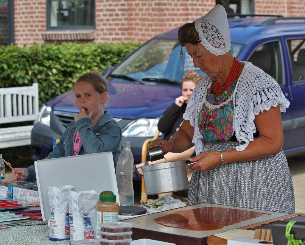 Demonstratie boterbabbelaars bakken. (Foto Ben Biondina voor DNA-beeldbank Laat Zeeland Zien)