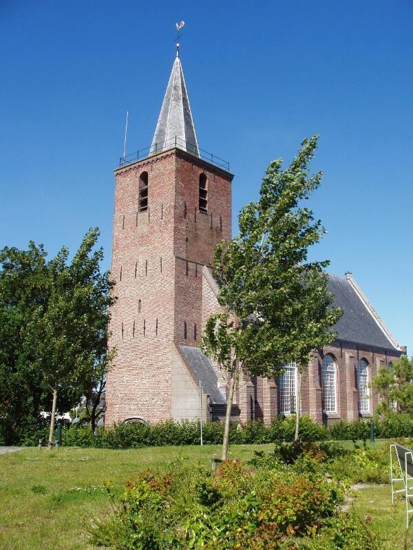 De kerk van Kortgene in 2004. (Zeeuwse Bibliotheek, Beeldbank Zeeland, foto M. Meijer-van der Linde)