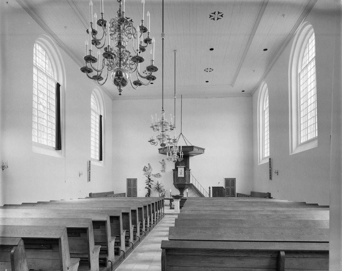 Interieur van de kerk in 1984. (Beeldbank Rijksdienst voor het Cultureel Erfgoed, foto Gerard Dukker)