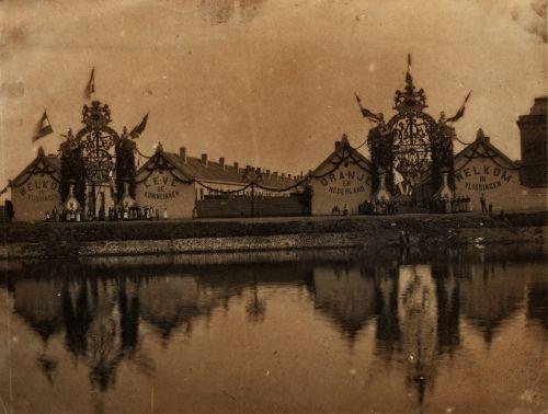 De Tachtig Plagen tijdens de viering van de Koninginnefeesten in 1894. (Fotocollectie, Gemeentearchief Vlissingen)
