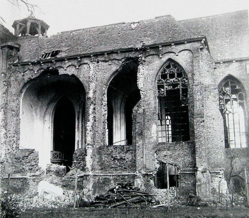 De kerk na de beschietingen in 1944. (Zeeuwse Bibliotheek, Beeldbank Zeeland, foto M. Geerse)