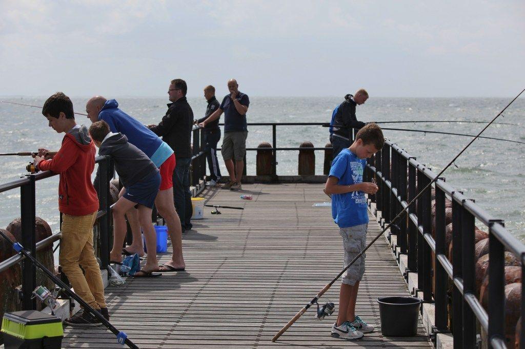Het Zuiderhoofd is in trek bij sportvissers. (foto Ben Biondina voor DNA Beeldbank Laat Zeeland Zien)