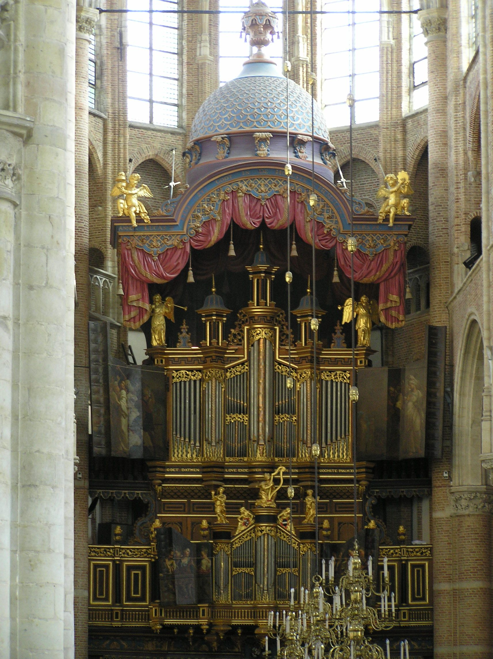 Orgel met Turkse kap. (foto Wikimedia, Lymantria)