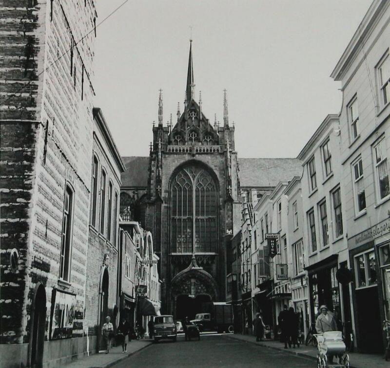 Ingang aan de Korte Kerkstraat, omstreeks 1965. (Zeeuwse Bibliotheek, Beeldbank Zeeland, foto A. van Wyngen)