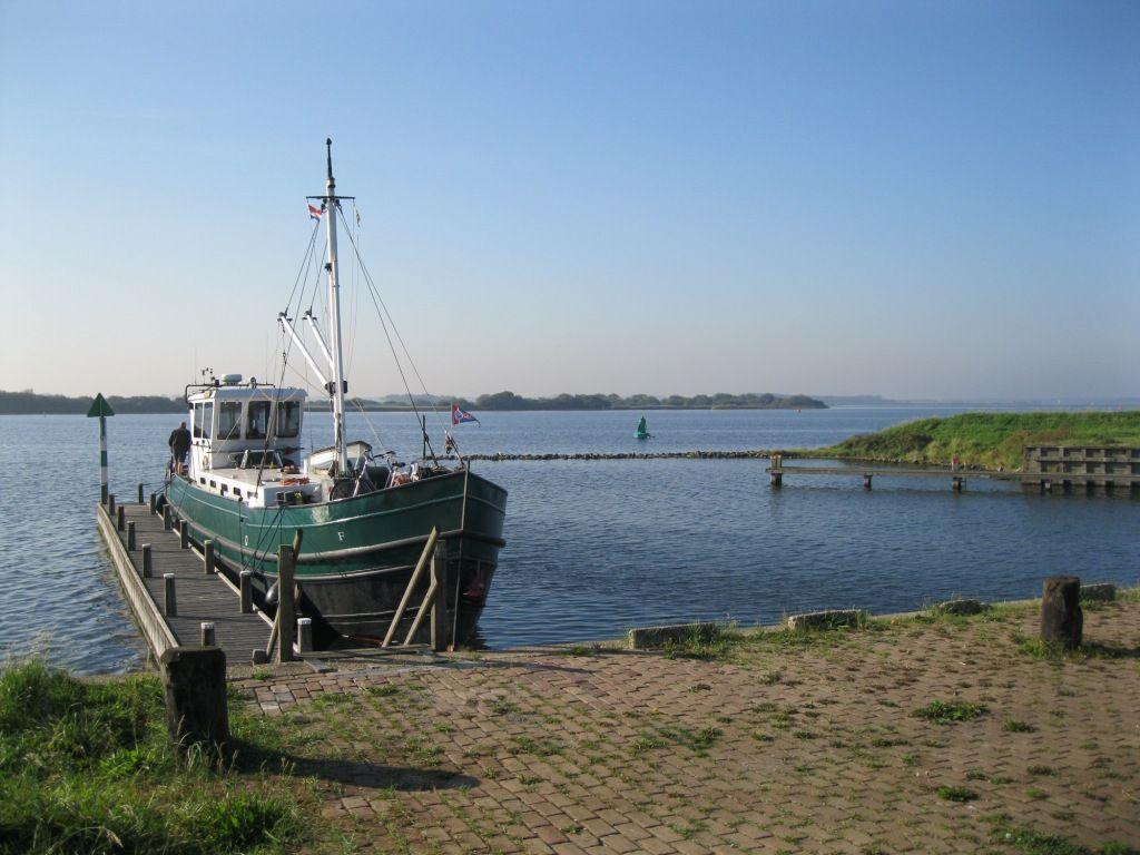 Het haventje van Geersdijk in 2012. (foto Danker van der Maas voor DNA Beeldbank Laat Zeeland Zien)