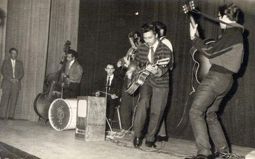 The Javelins in 1959 met in het midden Ronny Flohr. (Fotocollectie Gemeentearchief Vlissingen)