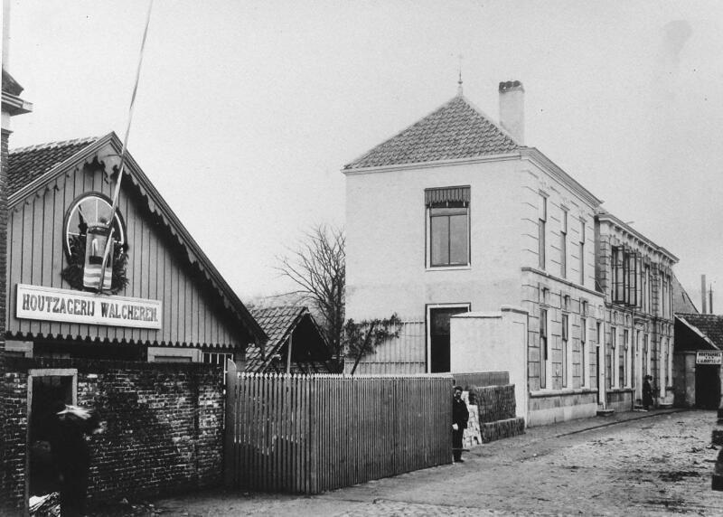 Houthandel Alberts in Middelburg omstreeks 1880. (Zeeuwse Bibliotheek, Beeldbank Zeeland)