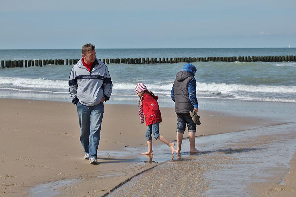 Op het strand van Domburg. (Foto Ben Biondina voor DNA Beeldbank Laat Zeeland Zien)