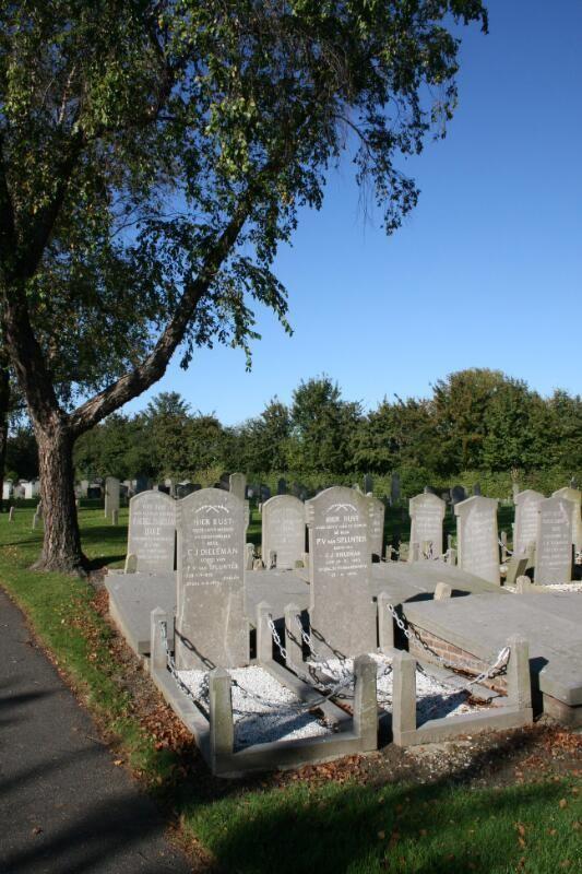 Begraafplaats in Sint-Maartensdijk, 2011. (ZB, Beeldbank Zeeland, foto S. Jasperse)