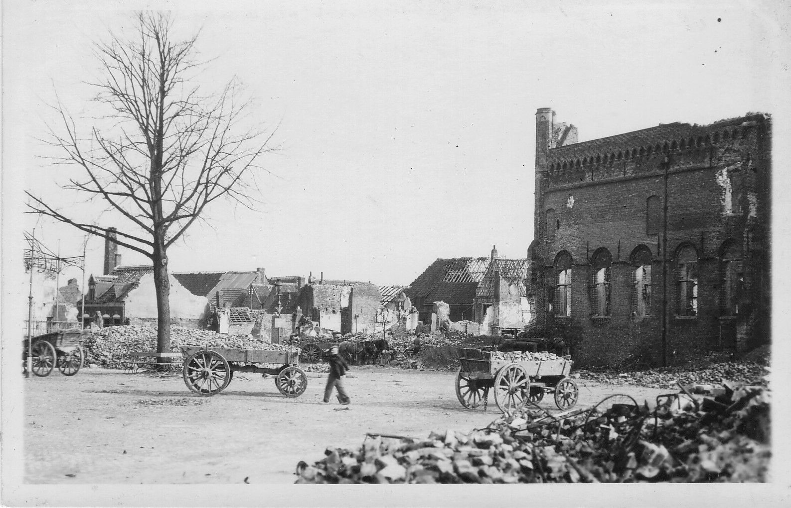Belfort en Markt in 1944. (Collectie Gemeentearchief Sluis)