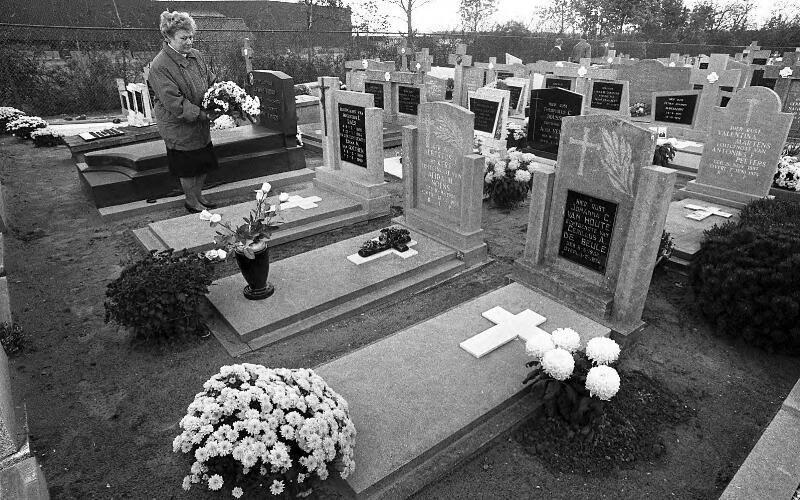 Allerzielen in Sint-Jansteen, 1990. (ZB, Beeldbank Zeeland, foto C. de Boer)