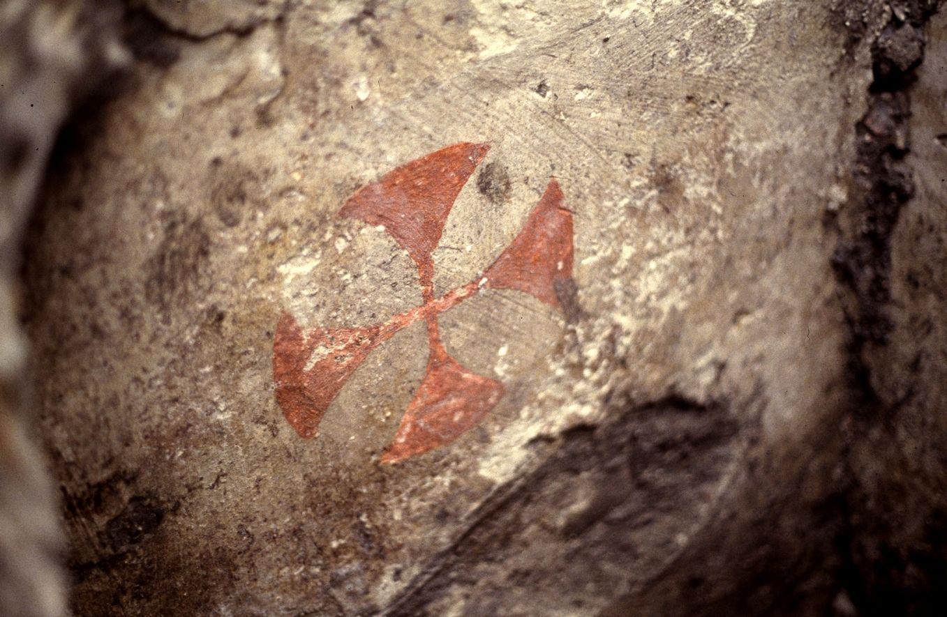 Rode kruisen in grafkelders prikkelen de fantasie over Tempeliers (Middelburg, Markt, 1998; Beeldbank Stichting Cultureel Erfgoed Zeeland).