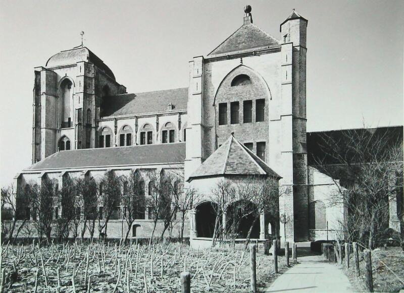 Grote Kerk met cisterne (waterput) omstreeks 1968. (ZB, Beeldbank Zeeland, foto A. van Wyngen)