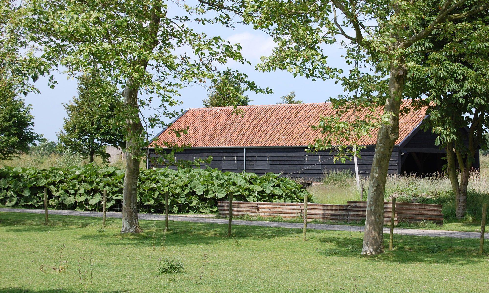 De nabij de openbare weg gelegen schaapskooi is in 2010 gerestaureerd. (Beeldbank SCEZ)