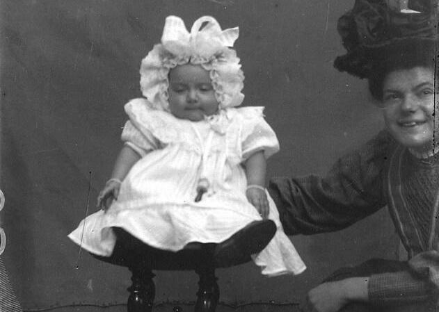 Babyfoto, Sint-Annaland, circa 1910. (ZB, Beeldbank Zeeland, foto N. Bruijnzeel)