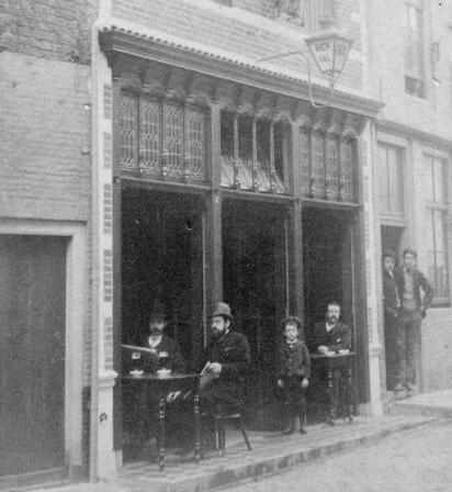 Bierhal van D. Bosch aan de Latijnse Schoolstraat in Middelburg omstreeks 1880. (ZB, Beeldbank Zeeland, foto J. Prins)