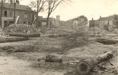 Verwoestingen Ooststraat/Markt. (Particuliere collectie)