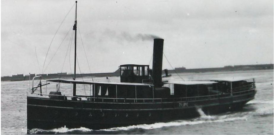 RTM-boot op de lijn Anna Jacobapolder-Zijpe, na 1925 (Beeldbank Zeeland).