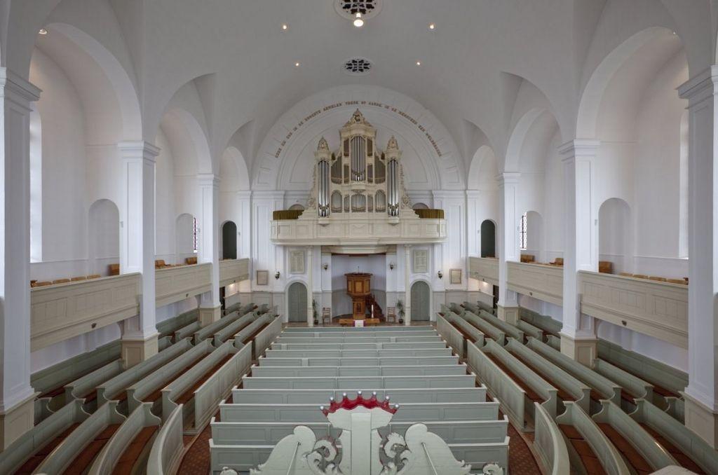 Interieur met orgel vóór de verbouwing in 2016. (Beeldbank Rijksdienst voor het Cultureel Erfgoed, foto P. van Galen)